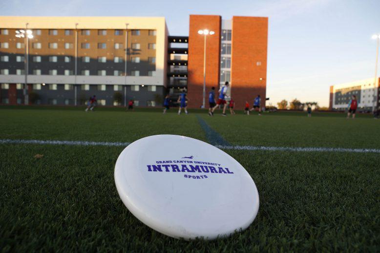 GCU frisbee at the Grove