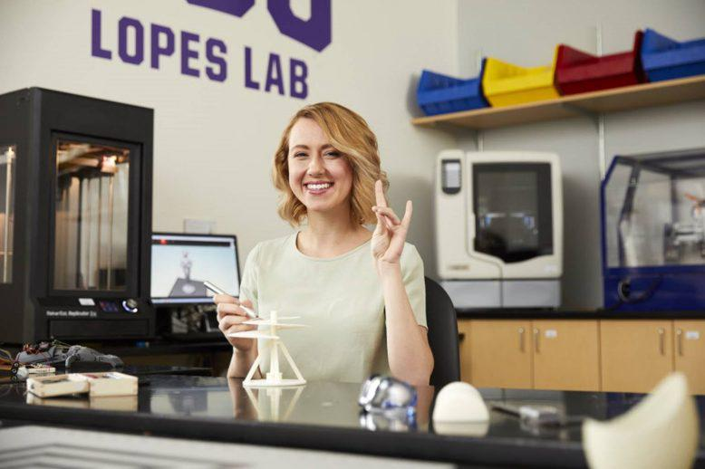 Gabriela Calhoun in the Lopes Lab